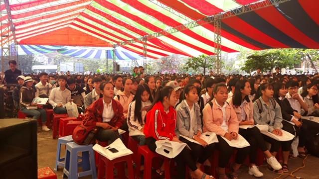 5.000 học sinh Phú Yên rộn ràng ngày Tư vấn tuyển sinh - Ảnh 5.
