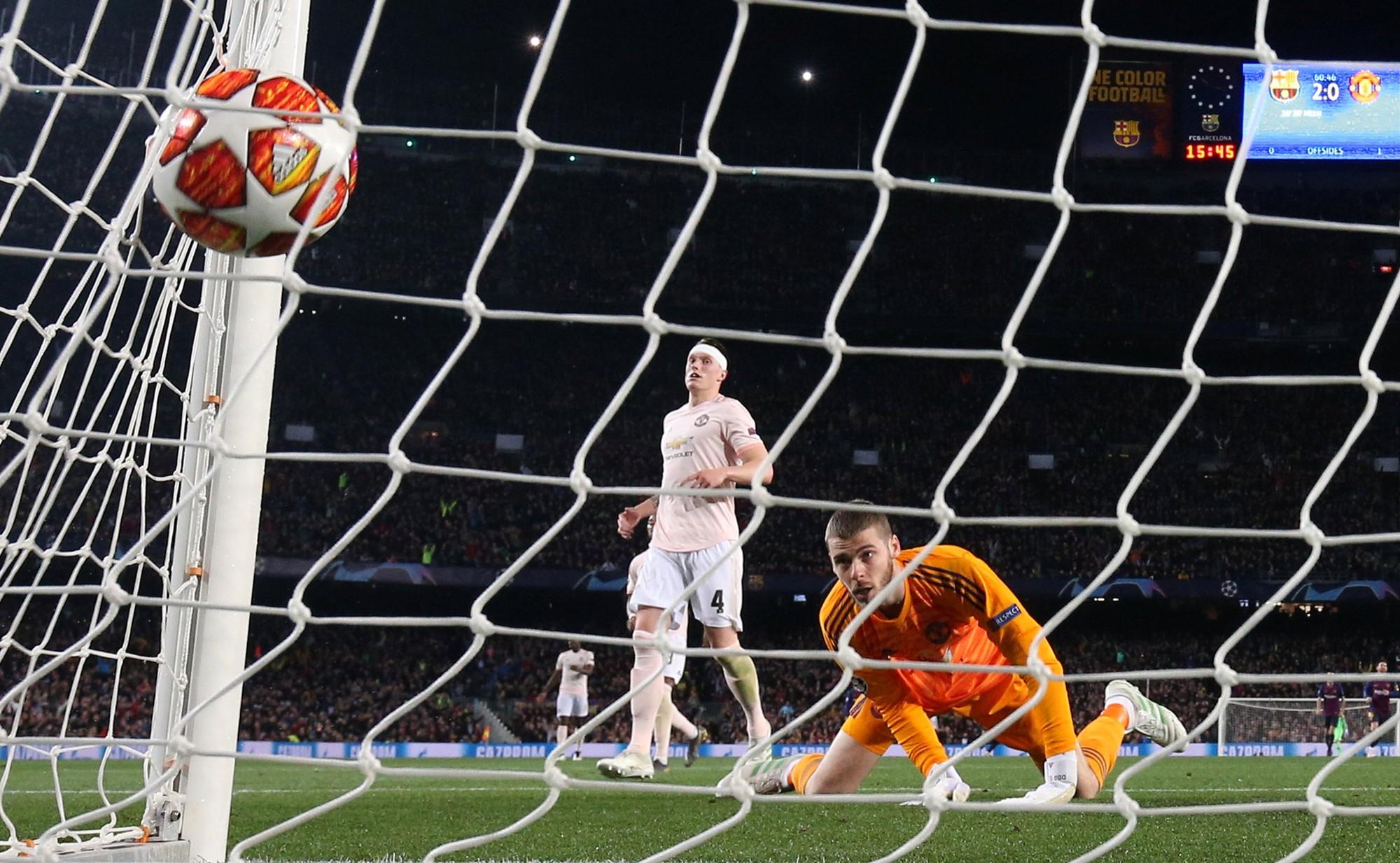 Ở tứ kết lượt về Champions League, Messi 2 lần đánh bại David De Gea với 2 cú sút ngoài vòng cấm - Ảnh: REUTERS