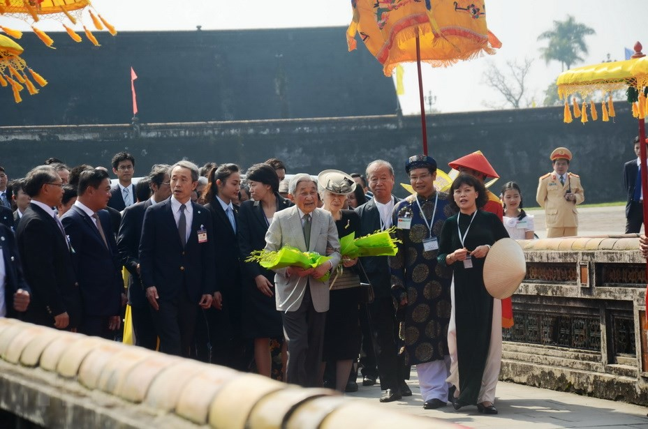 Những hình ảnh ghi dấu cuộc đời Nhật hoàng Akihito - Ảnh 24.