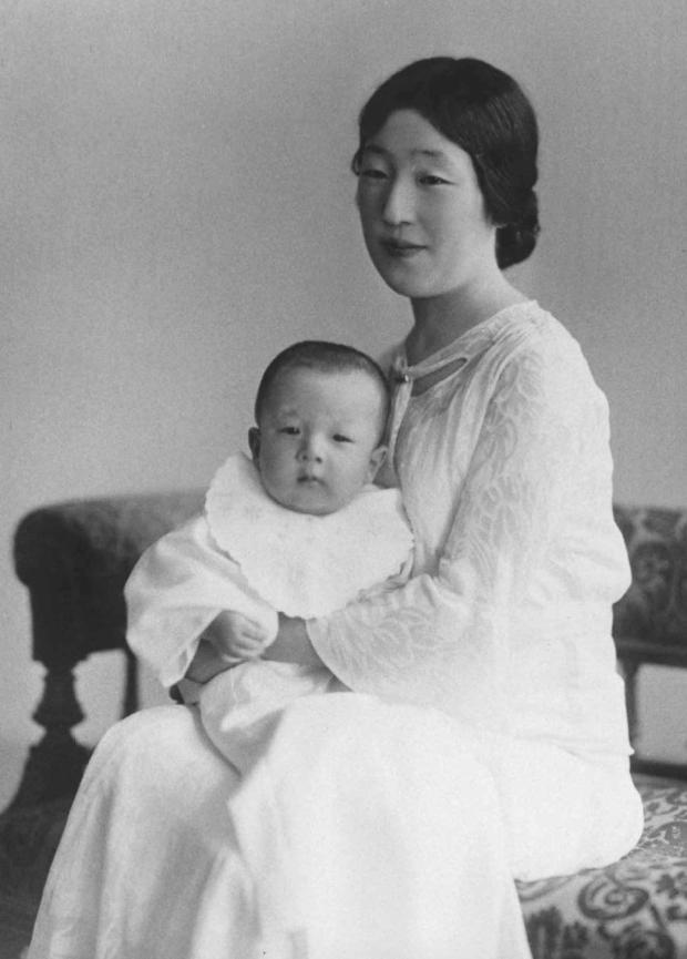 Những hình ảnh ghi dấu cuộc đời Nhật hoàng Akihito - Ảnh 2.