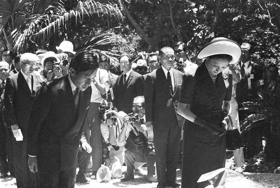 Những hình ảnh ghi dấu cuộc đời Nhật hoàng Akihito - Ảnh 14.