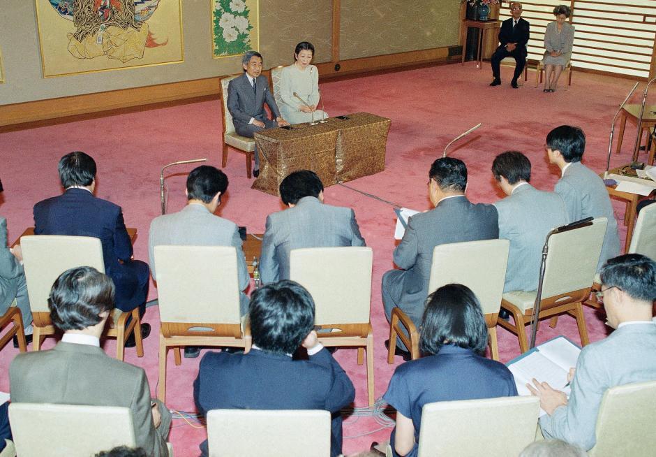 Những hình ảnh ghi dấu cuộc đời Nhật hoàng Akihito - Ảnh 15.