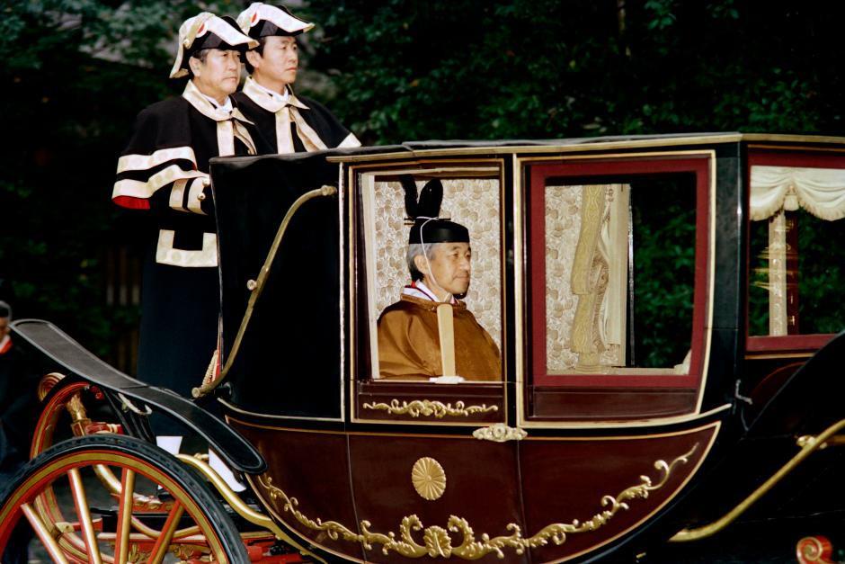 Những hình ảnh ghi dấu cuộc đời Nhật hoàng Akihito - Ảnh 18.