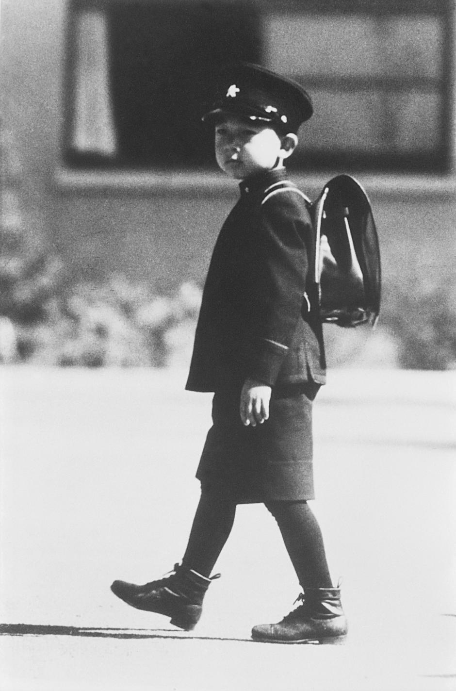 Những hình ảnh ghi dấu cuộc đời Nhật hoàng Akihito - Ảnh 3.