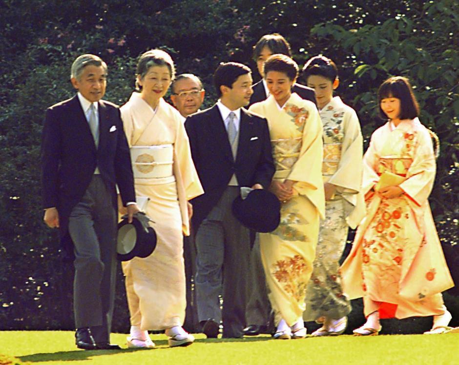 Những hình ảnh ghi dấu cuộc đời Nhật hoàng Akihito - Ảnh 19.