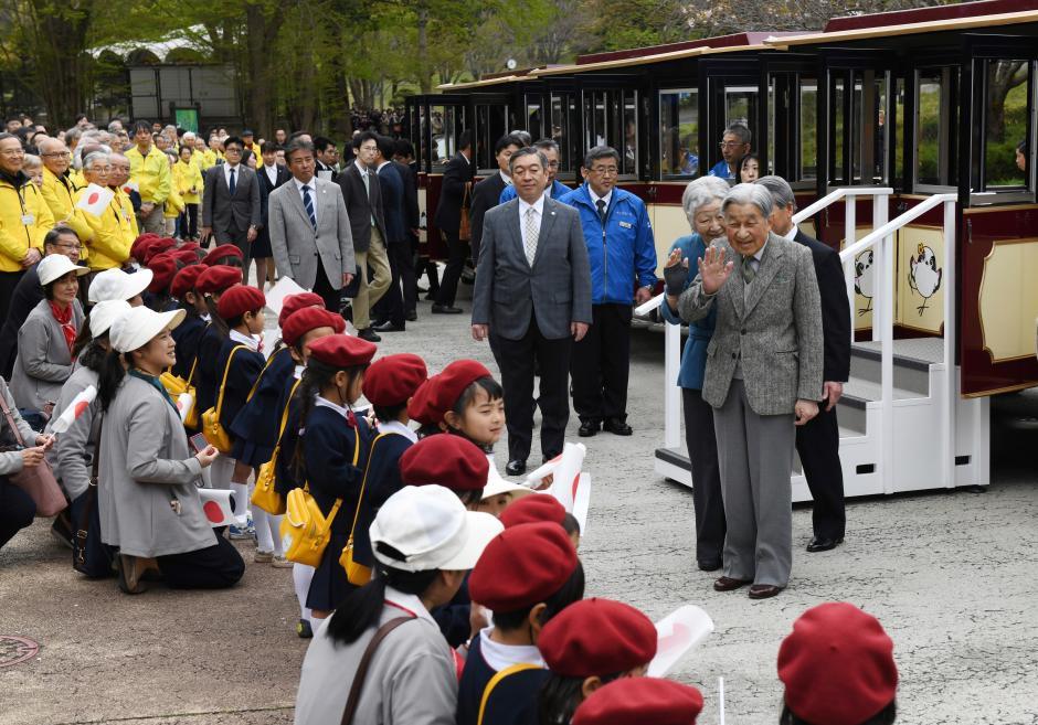 Những hình ảnh ghi dấu cuộc đời Nhật hoàng Akihito - Ảnh 25.