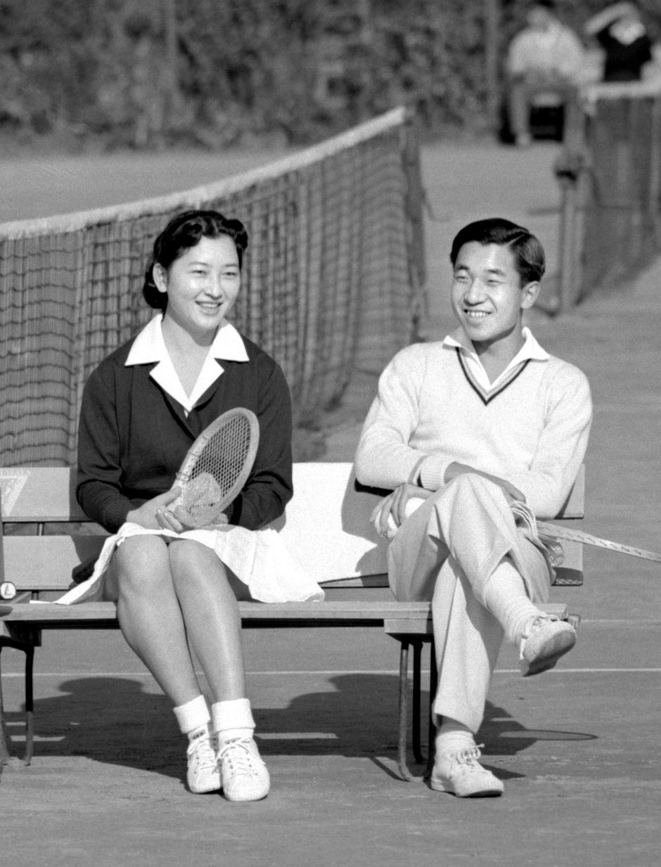 Những hình ảnh ghi dấu cuộc đời Nhật hoàng Akihito - Ảnh 5.