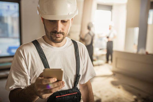 Tai nạn lao động tăng cao do nghiện smartphone - Ảnh 1.