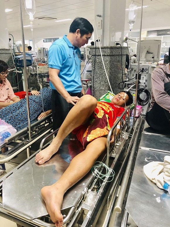Thái dương bị lõm sau va chạm, Thiện Đức được chuyển lên Bệnh viện 115 TP.HCM - Ảnh 1.