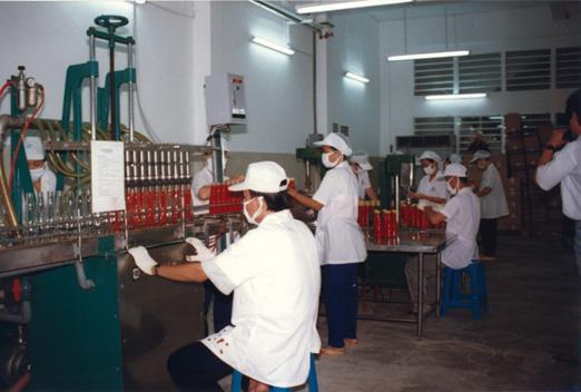Sắc đỏ nồng nàn cho gian bếp Việt - Ảnh 1.