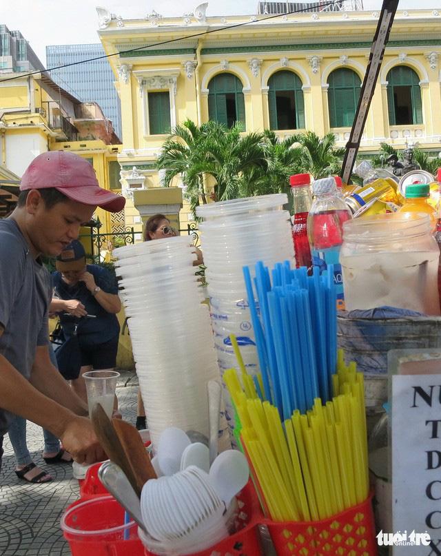 Ăn uống trong nhựa và sống với... rác thải nhựa - Ảnh 6.