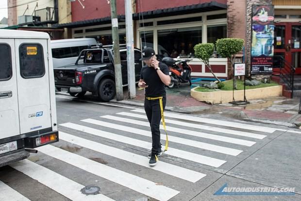 Philipines: Baguio cấm sử dụng thiết bị điện tử khi đi bộ trên phố - Ảnh 1.