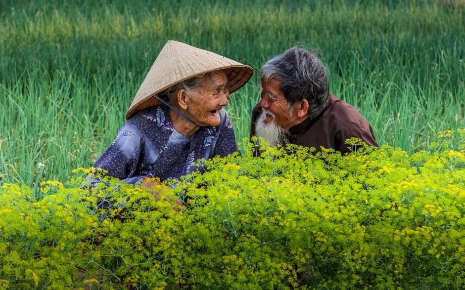 'Hai cụ già Việt Nam mãi yêu' vào top 50 giải ảnh quốc tế về tình yêu