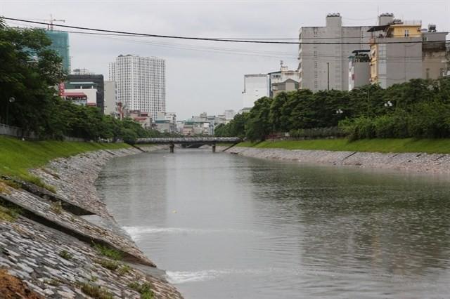 Hà Nội xây thêm 3 cầu vượt cho người đi bộ qua sông Tô Lịch - Ảnh 1.