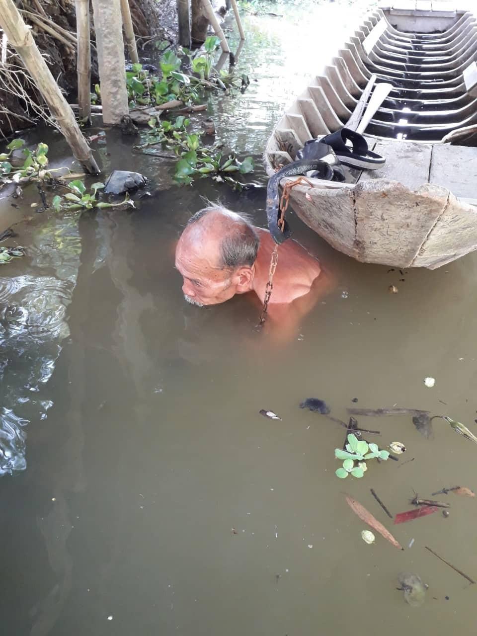Người dân tiễn đưa phi công huyền thoại Nguyễn Văn Bảy trong cơn mưa - Ảnh 11.