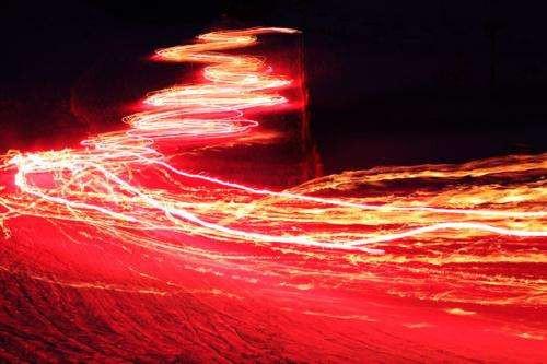 Phát hiện sóng ánh sáng kỳ lạ chưa từng được biết đến - Ảnh 1.
