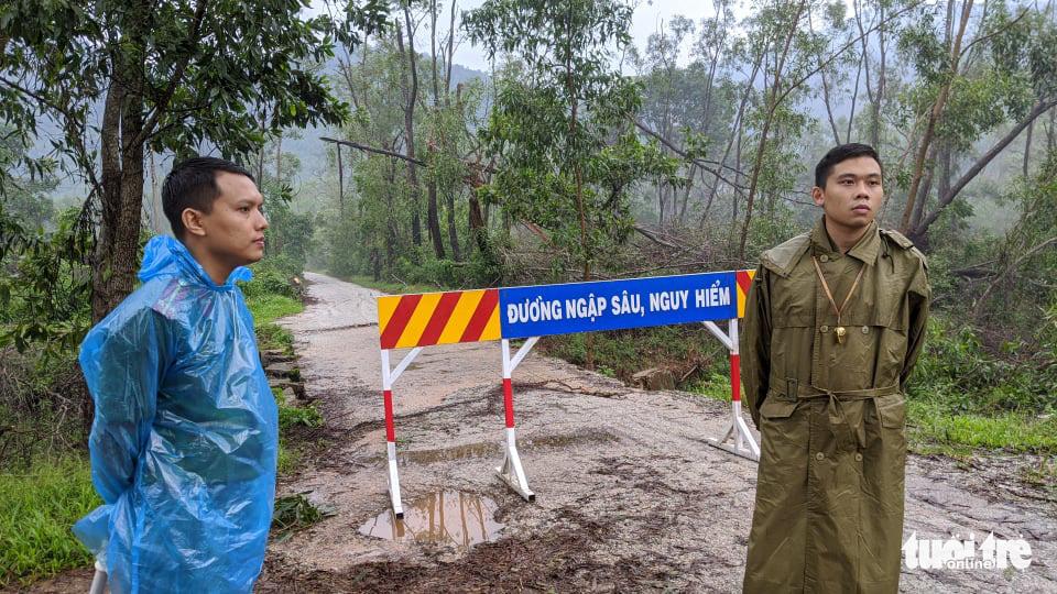 Bộ đội dầm mưa, bám dây vượt khe nước tiếp cận thủy điện Rào Trăng 3 - Ảnh 12.