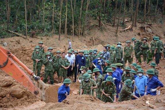 Đã tìm thấy 13 thi thể chiến sĩ, cán bộ hi sinh khi cứu nạn thủy điện Rào Trăng 3 - Ảnh 1.