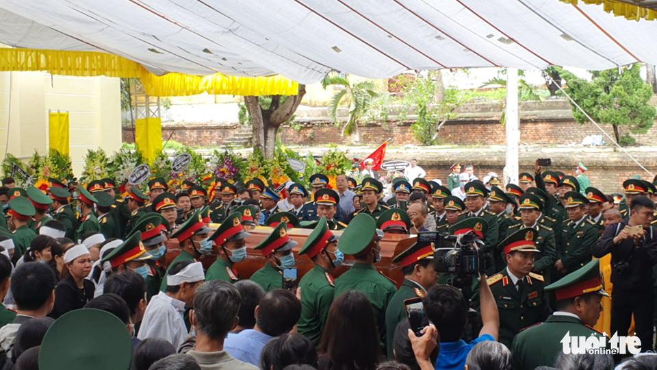 Hàng ngàn người dự lễ viếng và truy điệu 13 chiến sĩ, cán bộ gặp nạn - Ảnh 2.
