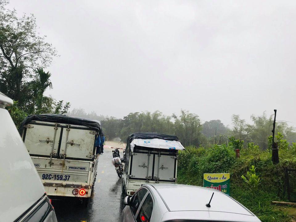 Mưa lớn, nhiều tuyến đường Quảng Nam ngập sâu trong nước - Ảnh 5.