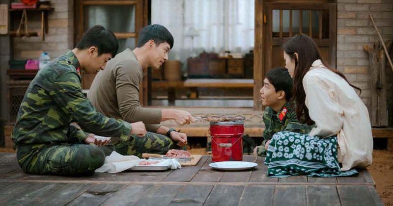 Hạ cánh nơi anh: Mê mẩn ngắm Son Ye Jin và Hyun Bin dù cuộc tình phi lý - Ảnh 3.