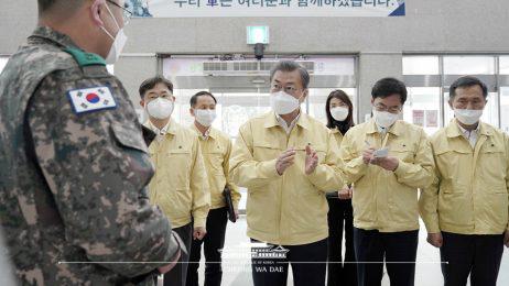 Vì sao Hàn Quốc giảm mạnh số ca bệnh COVID-19, số bình phục tăng? - Ảnh 2.