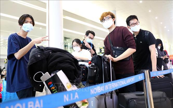 Bộ GD-ĐT khuyến cáo du học sinh cân nhắc rủi ro khi về Việt Nam