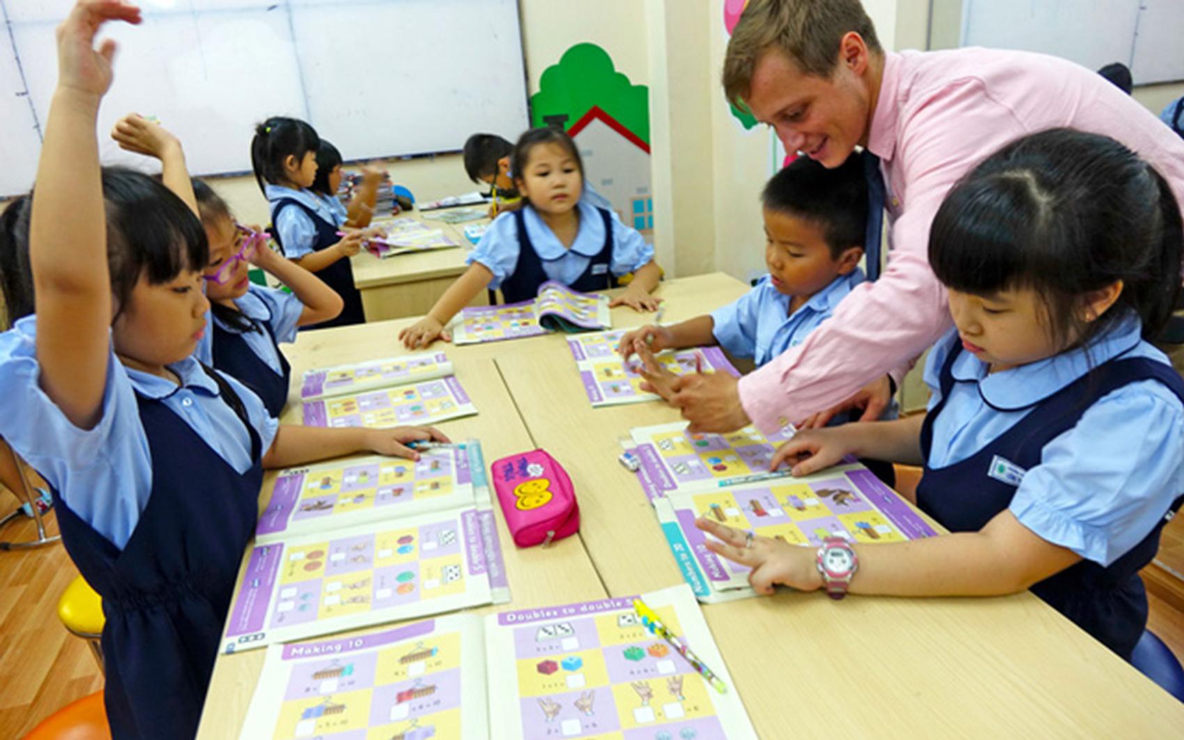 Giáo viên nước ngoài lao đao mùa dịch