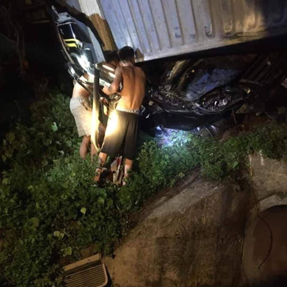 Xe 16 chỗ biển số Khánh Hòa bị xe container đè, giám đốc, thư ký và tài xế chết - Ảnh 5.