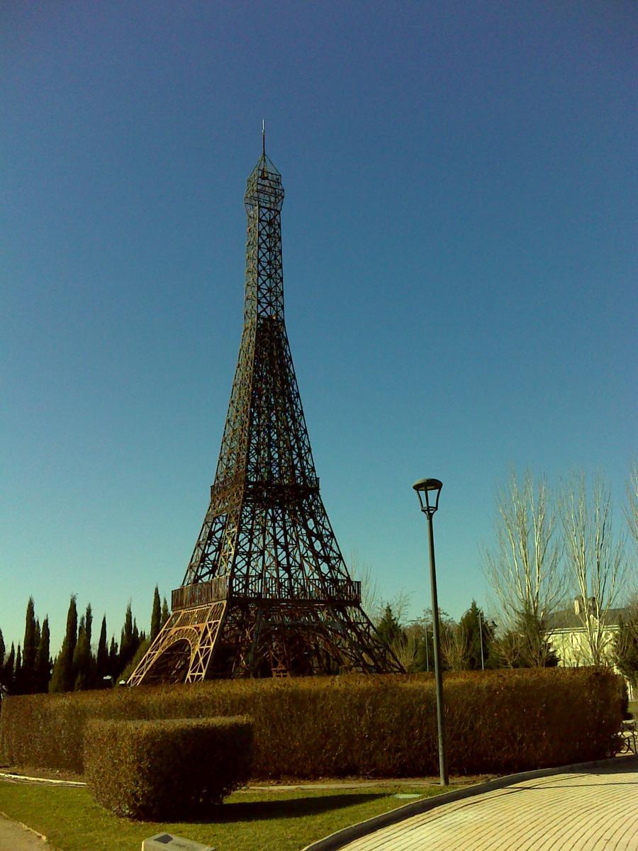 Tháp Eiffel và cảm hứng cho những phiên bản nổi tiếng trên thế giới - Ảnh 8.