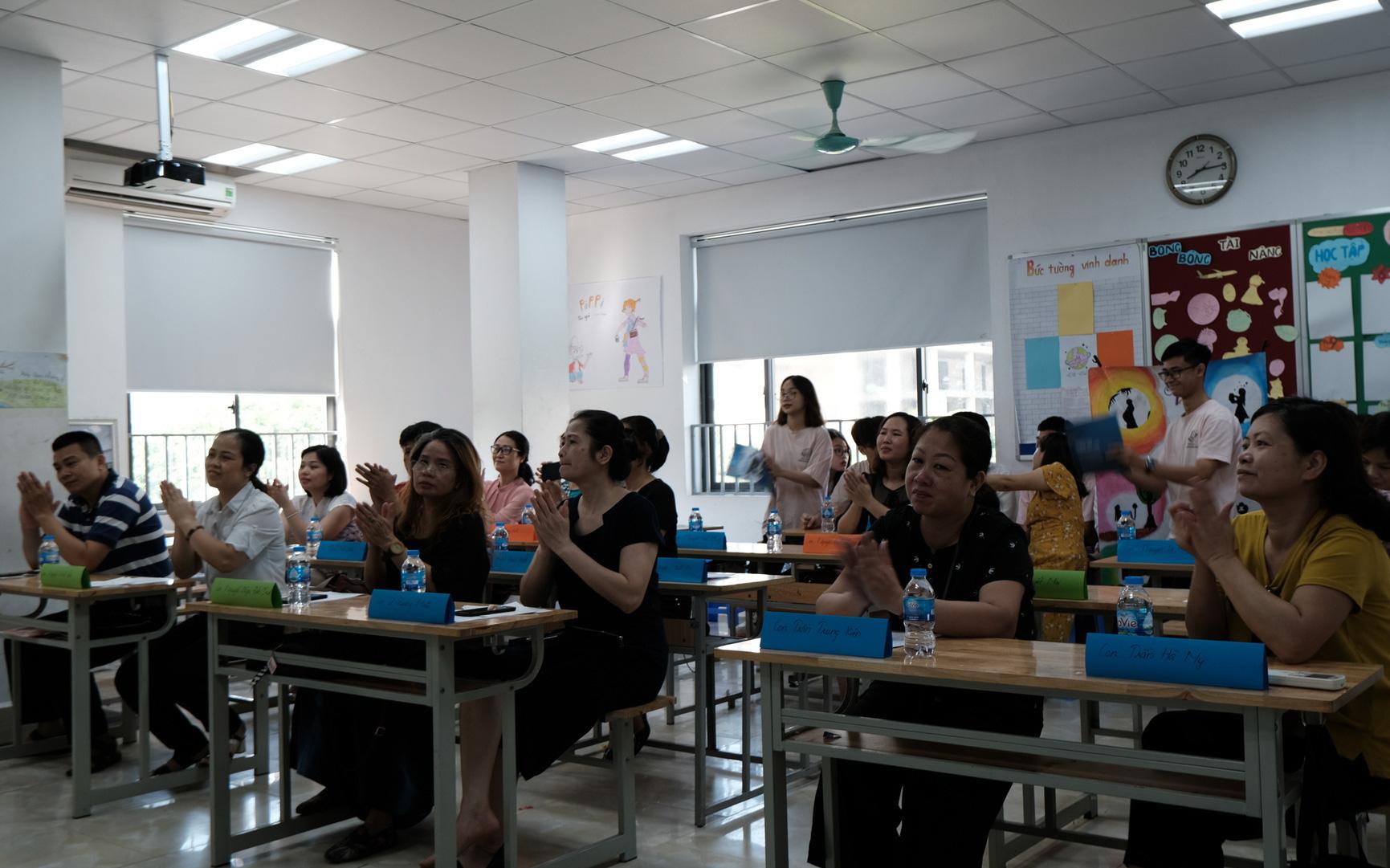 Buổi họp phụ huynh đặc biệt: MC 'song ngữ', cô giáo thành khách mời