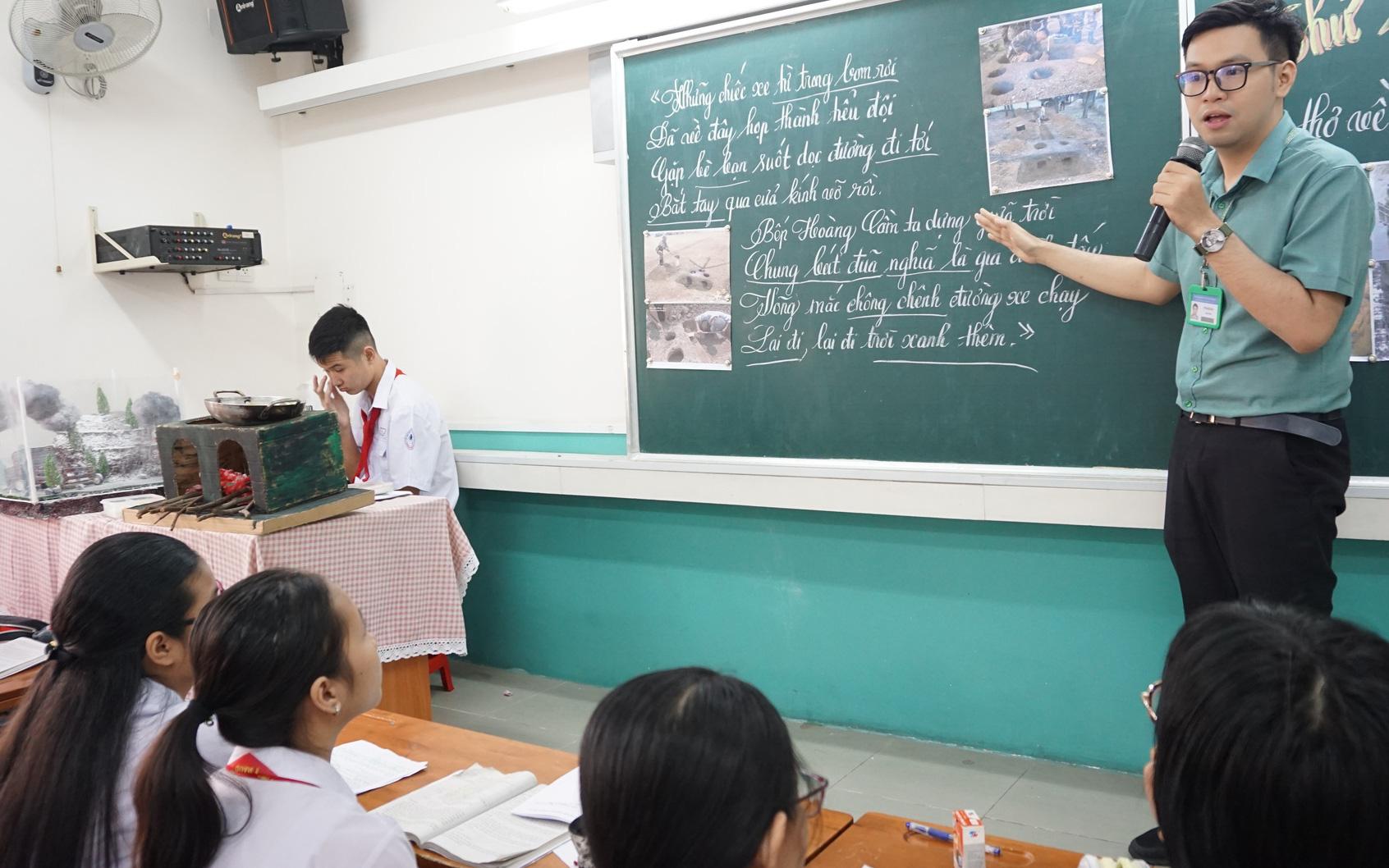 Thầy giáo nhắn nhủ học sinh xem điểm thi lớp 10: 'Cánh cửa này đóng lại, cánh cửa khác sẽ mở ra'