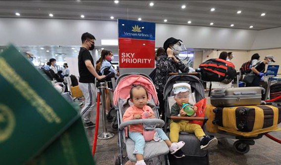 Chuyến bay đặc biệt chở hơn 280 người Việt Nam từ Nga về Cần Thơ - Ảnh 1.