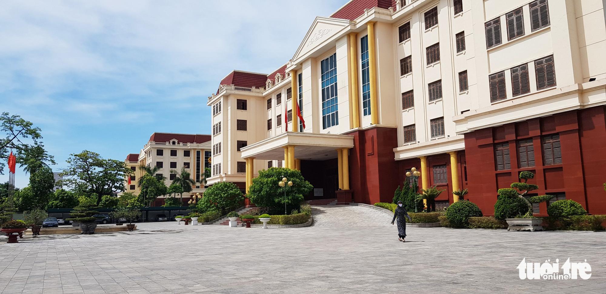 Hàng loạt lãnh đạo tỉnh Thái Bình đi công tác giữa lúc dịch COVID-19 phức tạp - Ảnh 1.