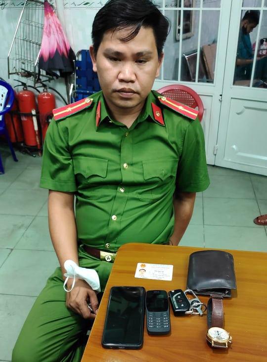 Giả cán bộ Cục Cảnh sát hình sự vào nhà dân đọc lệnh bắt người - Ảnh 2.