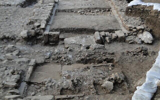 Phát hiện bằng chứng về trận động đất xảy ra cách đây 3.700 năm - Ảnh 1.