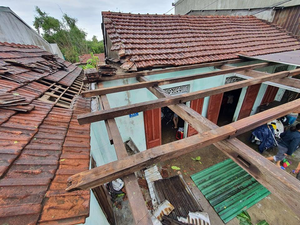 Nhà cửa tan hoang nơi tâm bão số 5 đi qua - Ảnh 11.