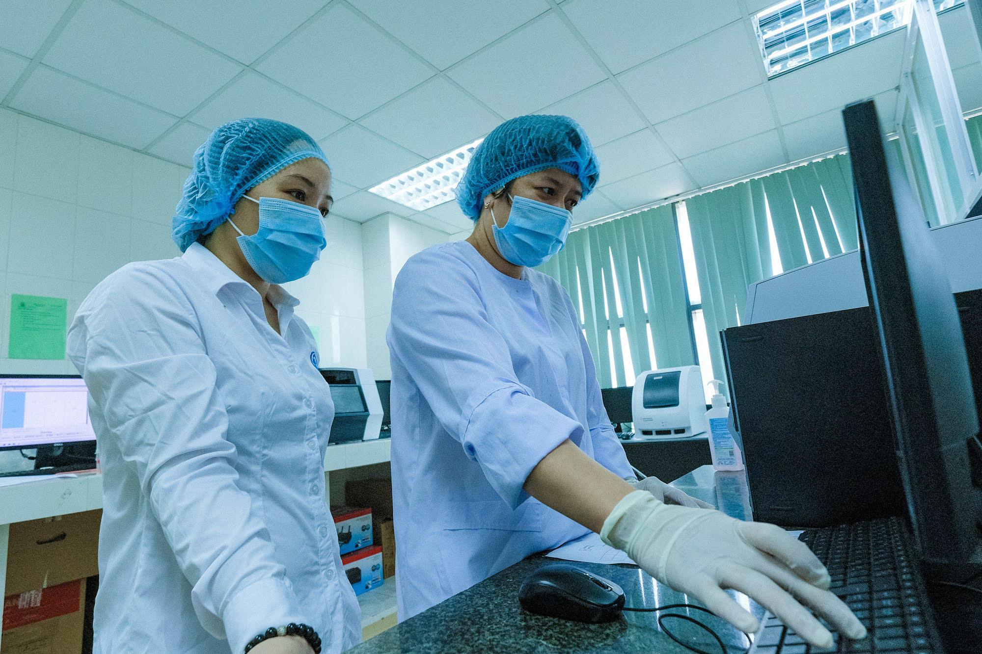 CDC Hà Nội: Nơi nóng mấy cũng chịu, không bật quạt vì sợ virus 'bay tứ tung' - Ảnh 16.