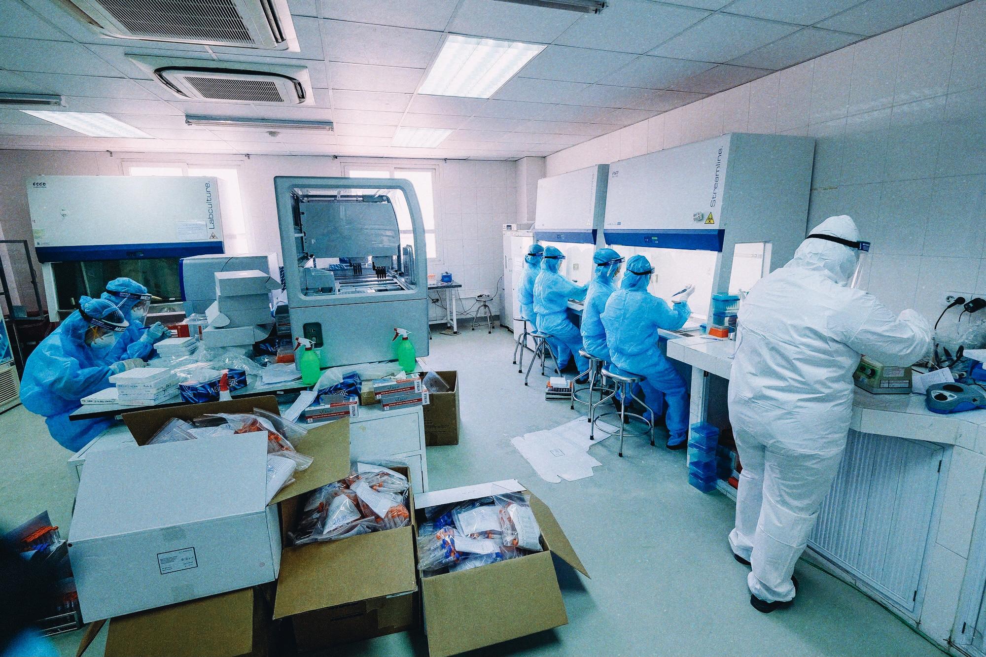 CDC Hà Nội: Nơi nóng mấy cũng chịu, không bật quạt vì sợ virus 'bay tứ tung' - Ảnh 3.