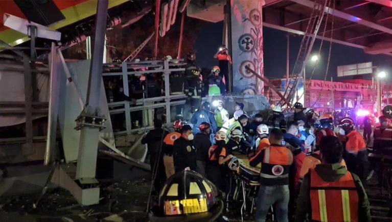 Một phần cầu vượt tuyến metro số 12 bị sập ngày 3/5 tại thủ đô Mexico