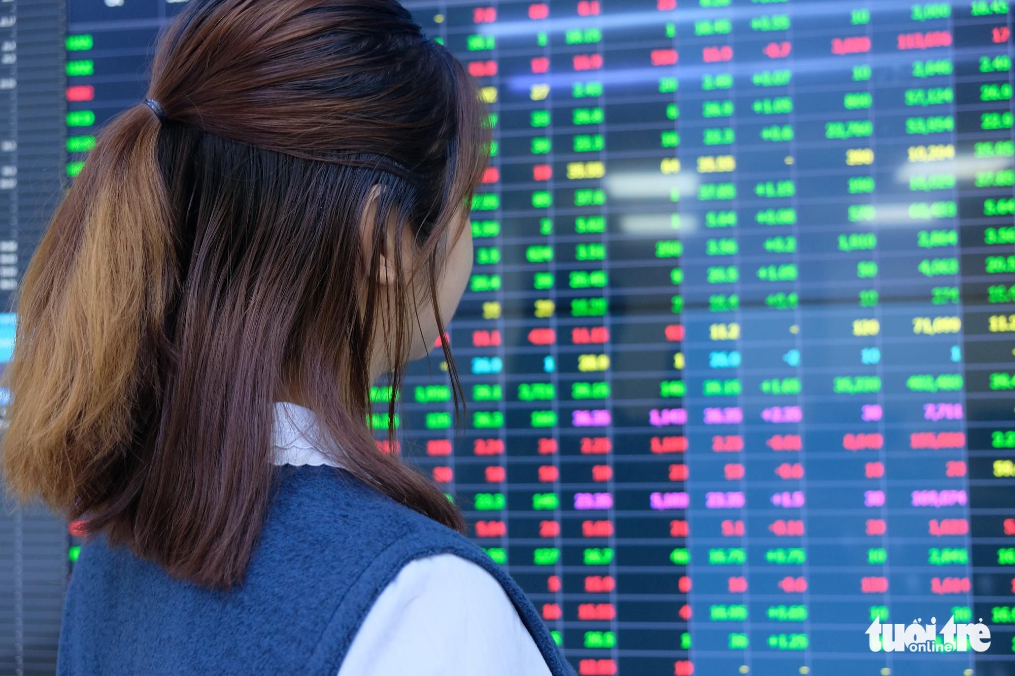 Doanh nghiệp thua lỗ triền miên, giá cổ phiếu vẫn tăng vùn vụt - Ảnh 1.