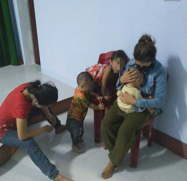 Chạy xe máy từ Bình Dương về Nghệ An, 2 ông chồng quên vợ con ở điểm trung chuyển - Ảnh 1.