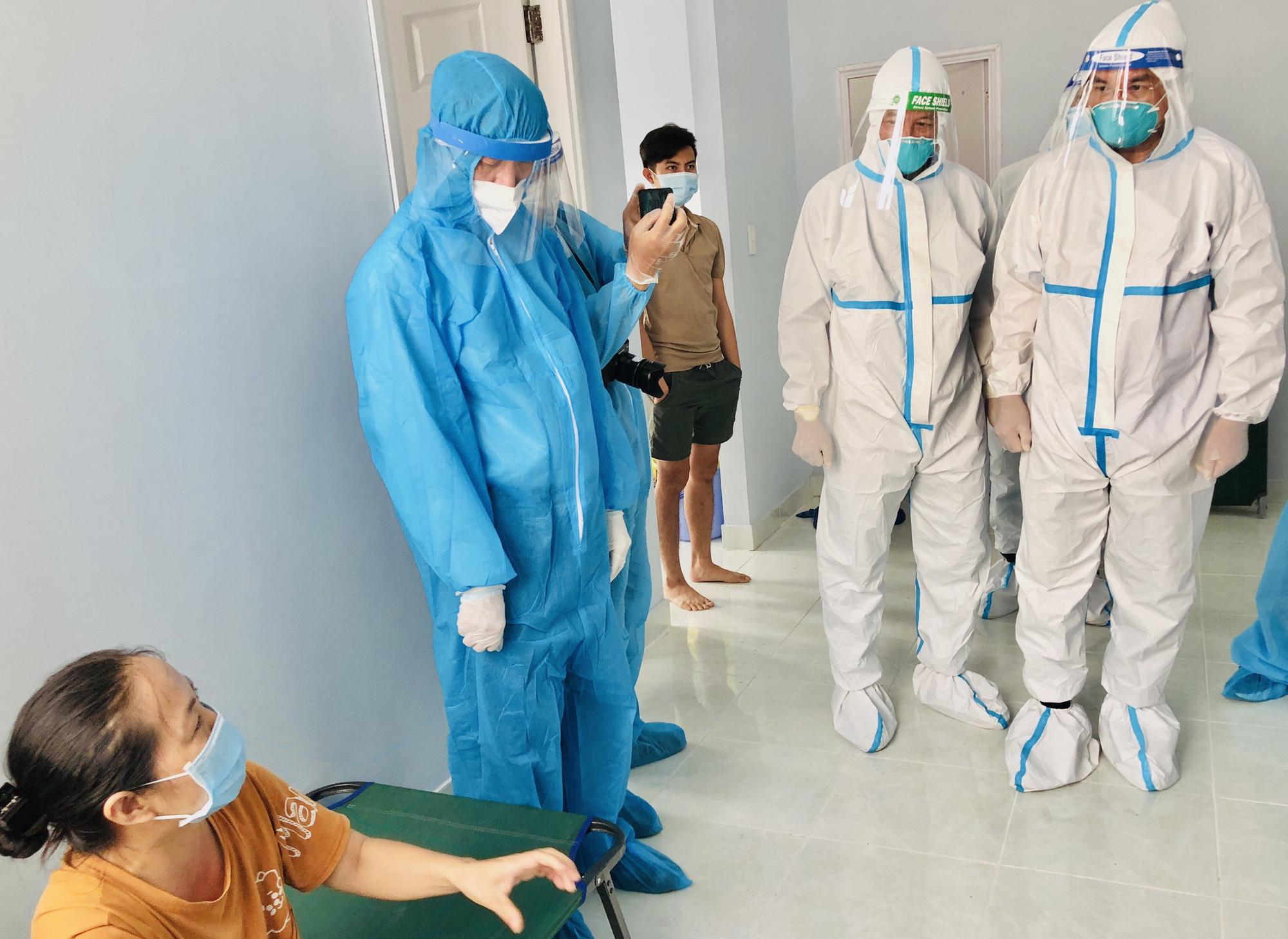 Bí thư Nguyễn Văn Nên kiểm tra Bệnh viện dã chiến thu dung điều trị COVID-19 số 4 - Ảnh 1.