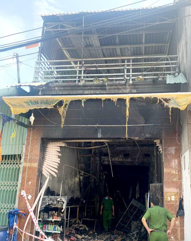 5 người chết trong vụ cháy tiệm tạp hóa giữa đêm - Ảnh 2.