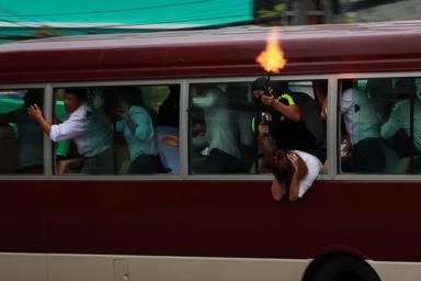 Một tình huống diễn tập chống khủng bố nhằm vào đại biểu APEC. Ảnh: TẤN LỰC