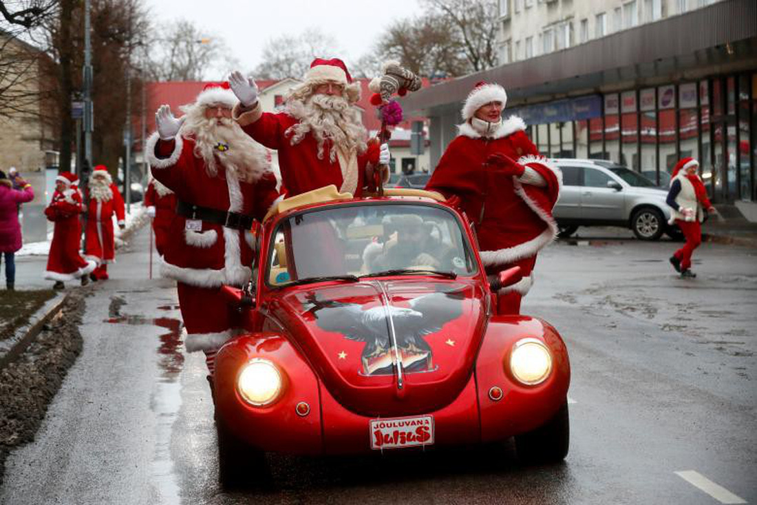Giáng sinh rộn ràng khắp thế giới - Ảnh 14.