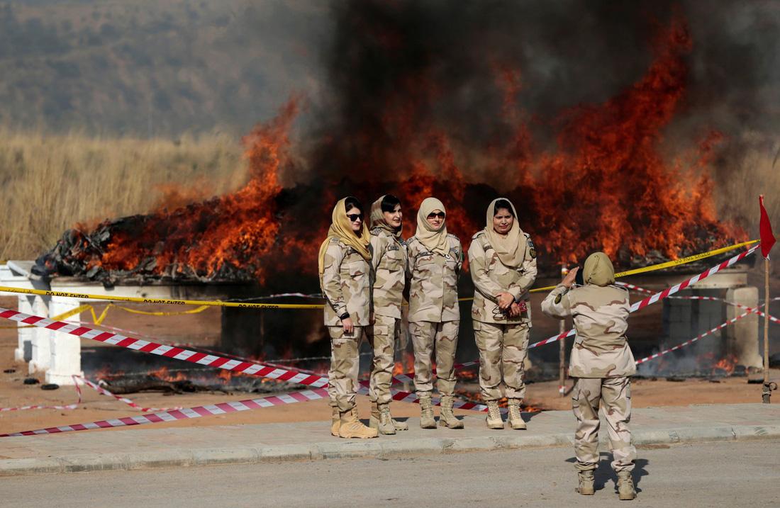 Thế giới trong tuần qua ảnh: hỏa hoạn kinh hoàng ở California - Ảnh 14.