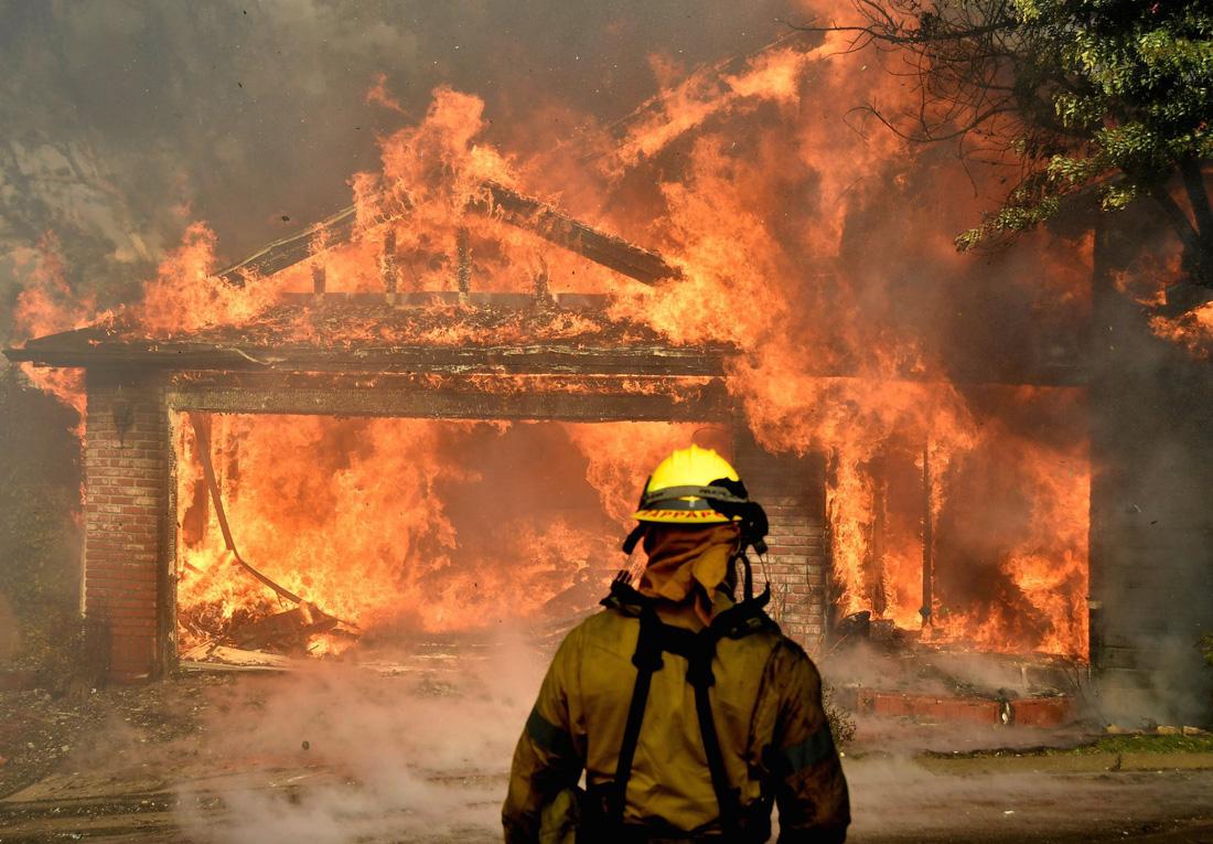 Thế giới trong tuần qua ảnh: hỏa hoạn kinh hoàng ở California - Ảnh 1.