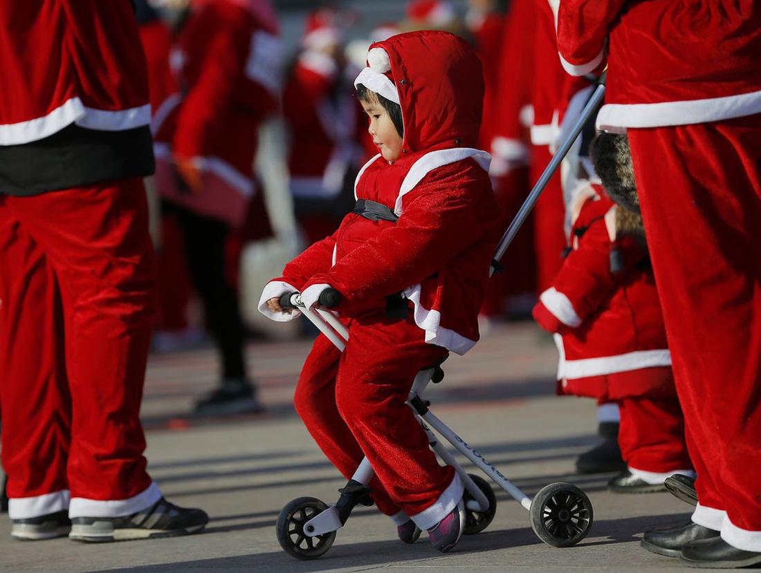 Giáng sinh rộn ràng khắp thế giới - Ảnh 20.