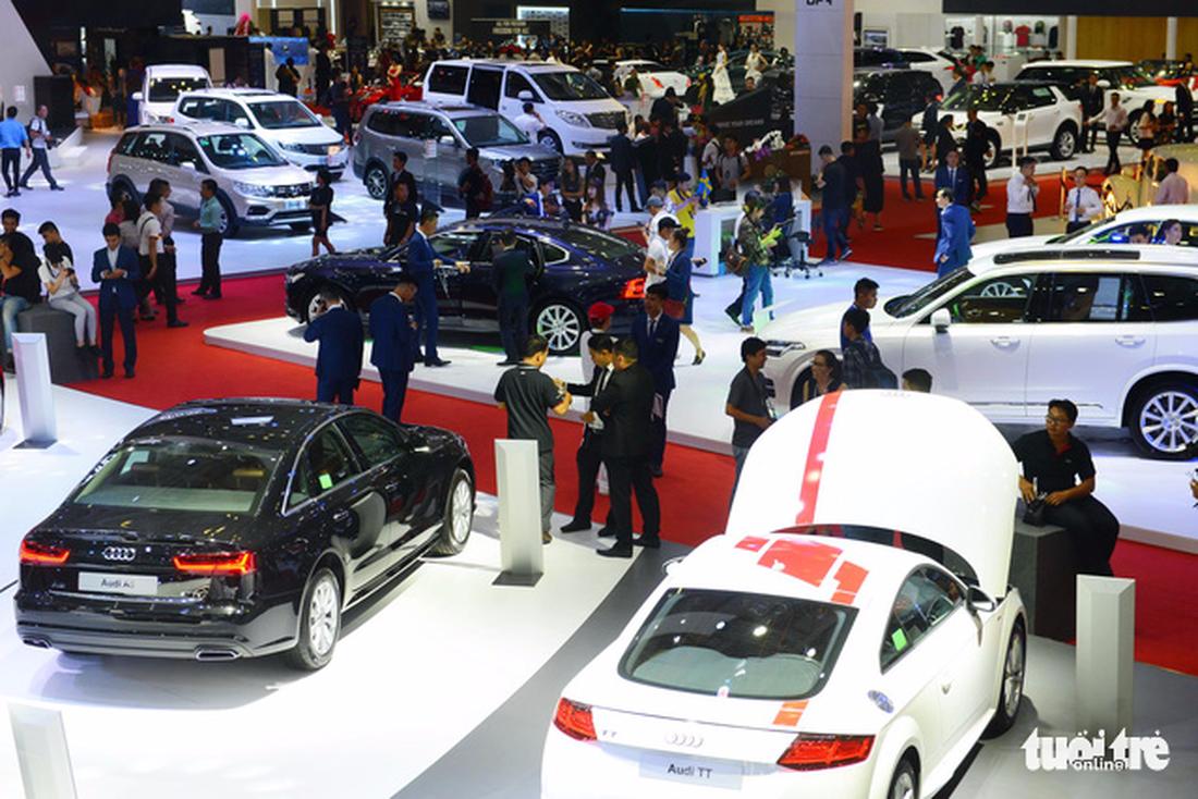 Ngắm xe hơi quá đã tại triển lãm ôtô quốc tế VN - Ảnh 3.